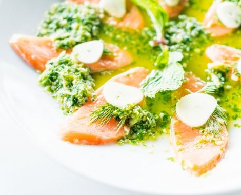 grilled-salmon-salad-resturant-meal